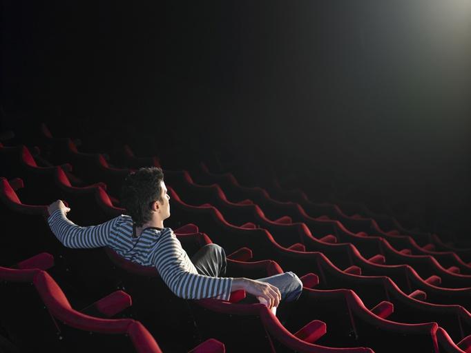 映画 館 ガラガラ 映画館って平日はガラガラでもつぶれないのはなぜ?